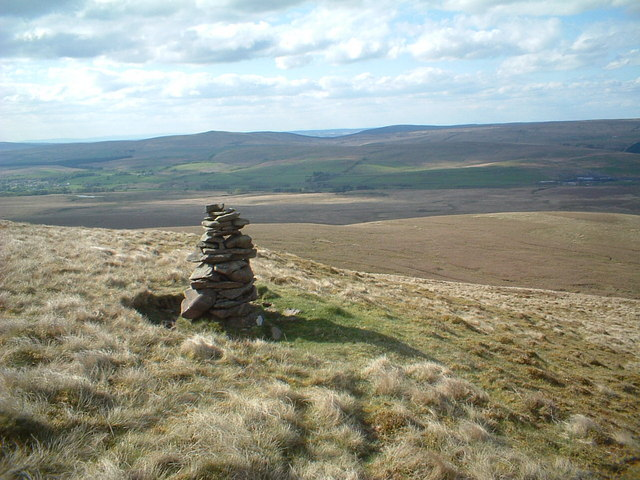 Cairn on the N slope of Little Cairn Table