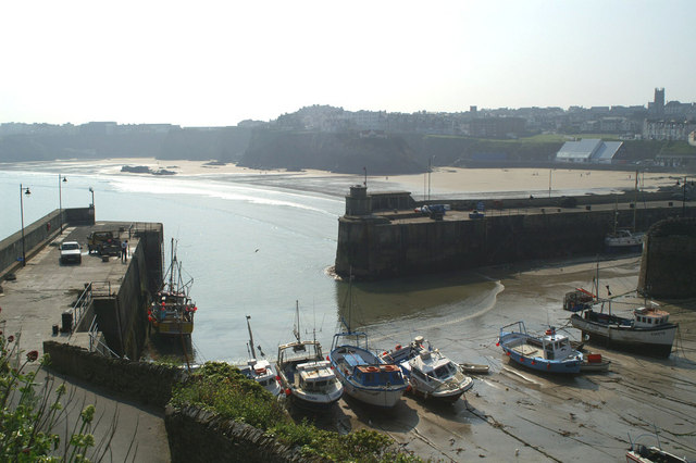 Inside view of Newquay harbour at low tide (1)