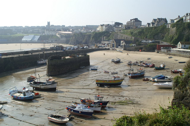 Inside view of Newquay harbour at low tide (2)