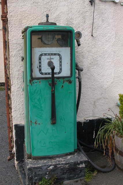 Old petrol pump in Ashreigney