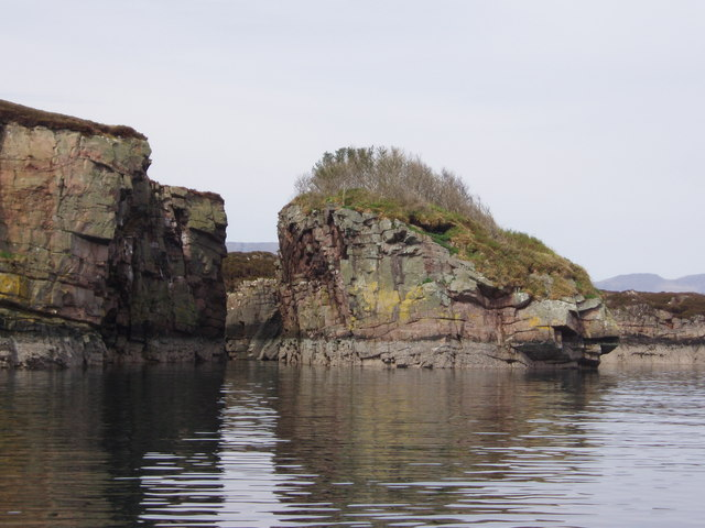 Small island off east side of Eilean Fladday