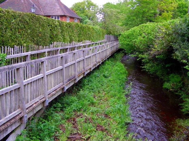 Footpath and stream parallel to Brookside Road, Brockenhurst