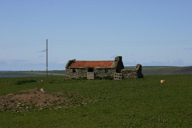 Derelict farm building near Greenay Hill