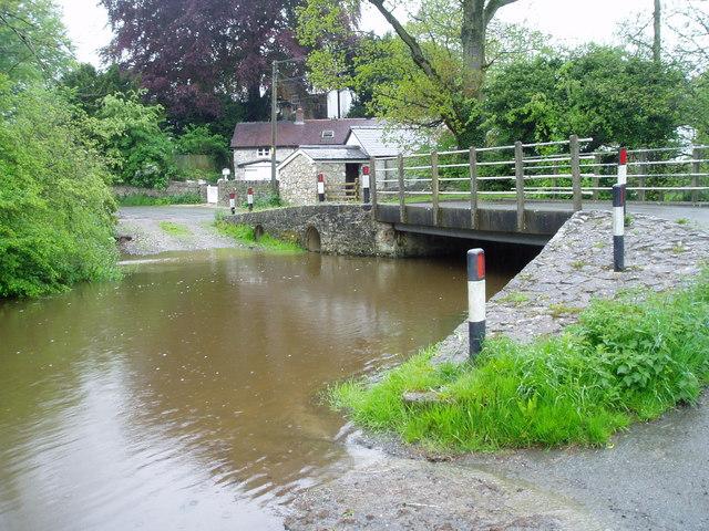 Pont y Mwynwr (Miner's Bridge)