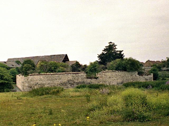 Slade Green, Howbury Moat