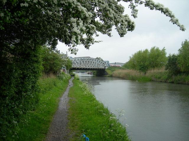 Bridge across the Grand Union Canal