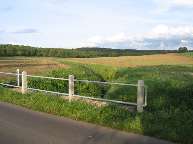 Valley from Appley Corner towards Rowney Warren, Beds