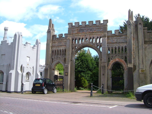 Lodge and entrance to Hadlow Castle