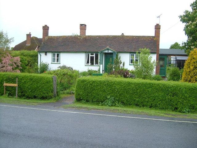Bungalow beside A28