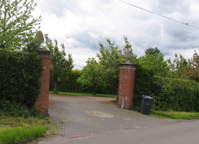 Pineapple gateposts