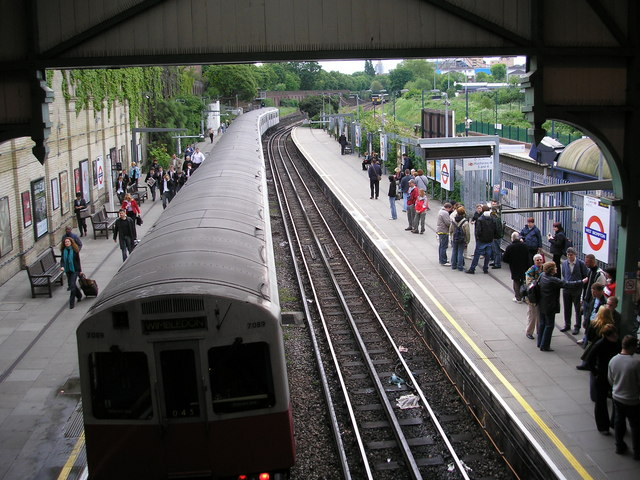 West Brompton station - an under-used interchange