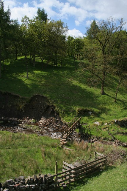 Stile and footbridge, Thursden Brook