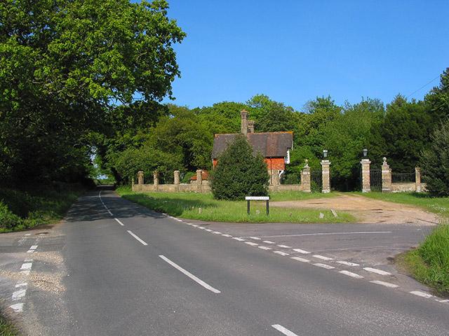 Gatehouse on corner of Shotts Lane