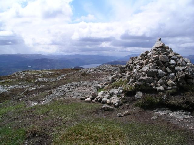 Summit cairn, Meall Fuar-mhonaidh.