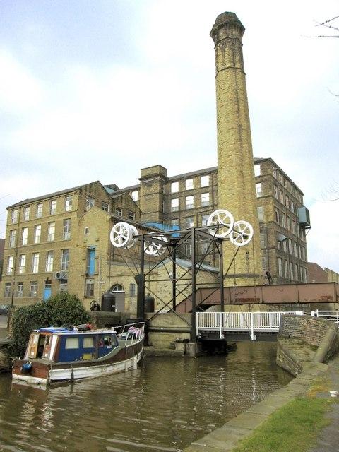 Turnbridge lifting bridge Huddersfield