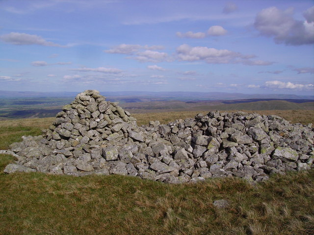 Tumulus and Cairn Low Raise