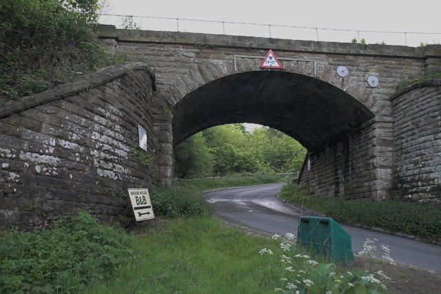 Railway bridge near Broom House Farm