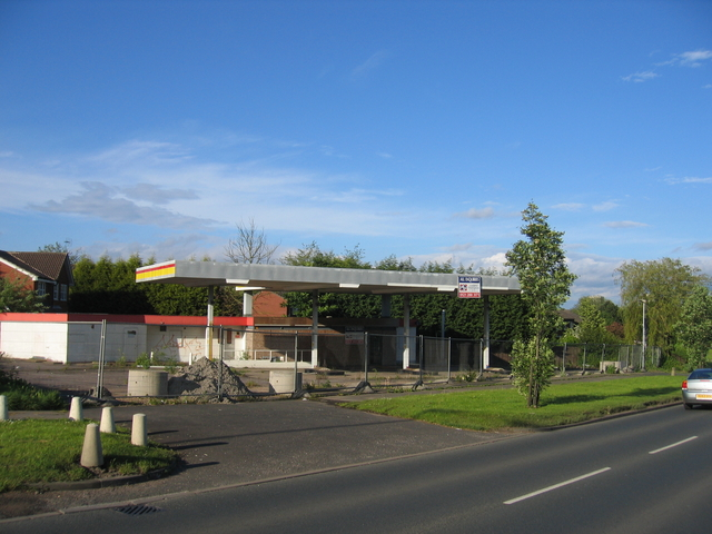 Disused petrol filling station, Bells Lane