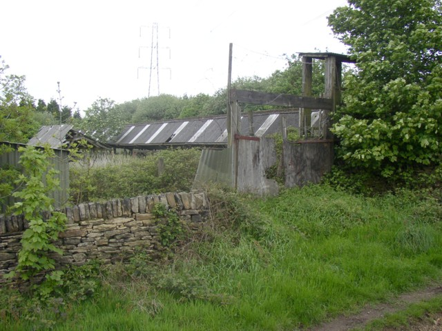 Gateway to derelict farm buildings, Old Lindley