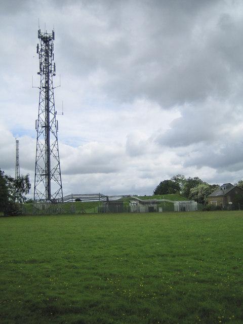 Bovingdon Reservoir & radio masts