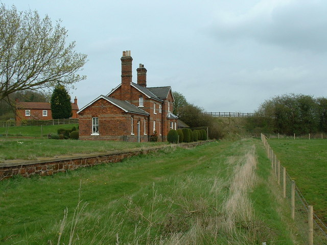 Donington on Bain railway station