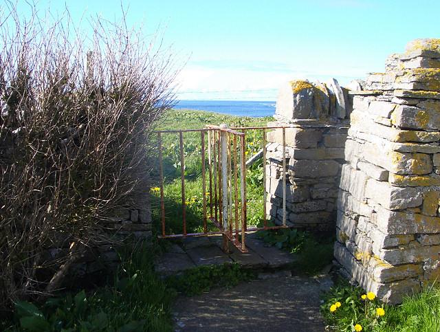 Revolving gate into kirkyard