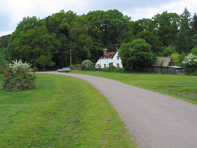 Linford Cottage on the Linford/Shobley road
