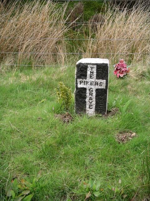 The Piper's grave, Dewar Gill