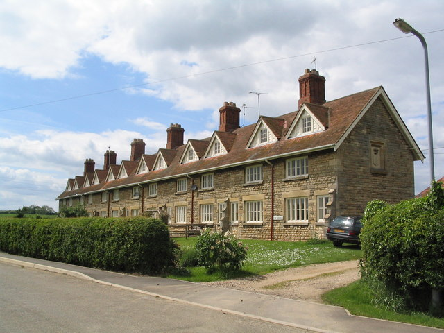 Estate cottages, Scottlethorpe road