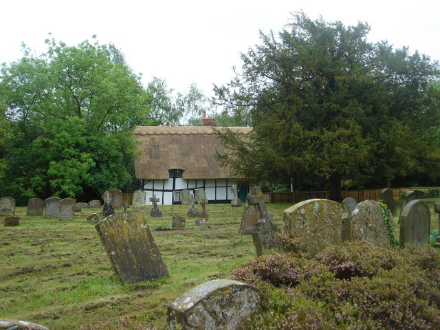 Thatched cottage in churchyard of Dorchester Abbey