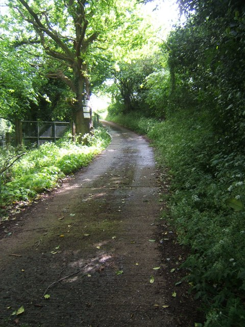 Track leading to Hurst Hill Farm