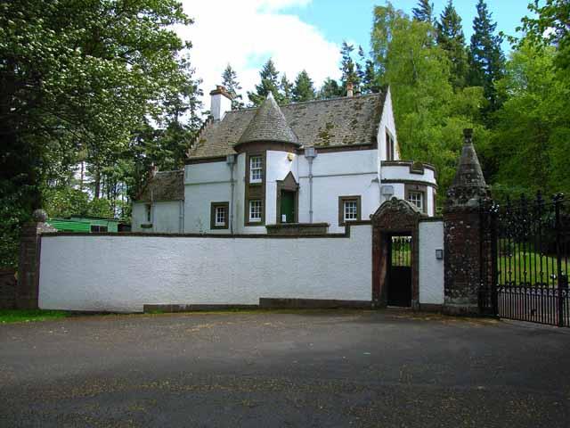 Kinpurnie Castle Lodge