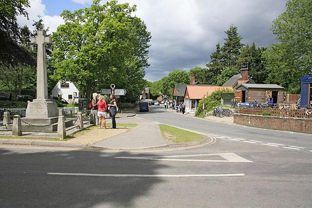 Burley, looking along Ringwood Road