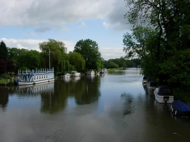 Thames between Goring and Streatley