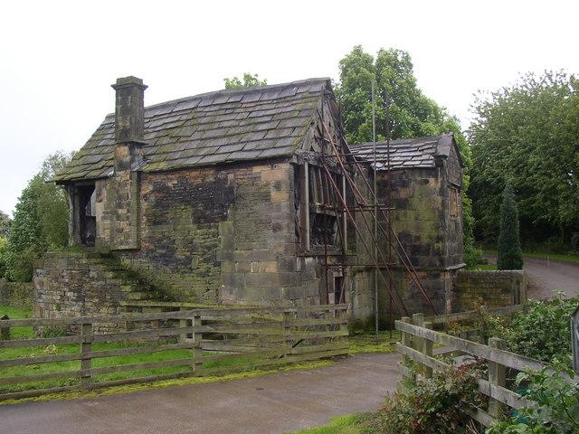 Kirklees Priory Gatehouse, Clifton