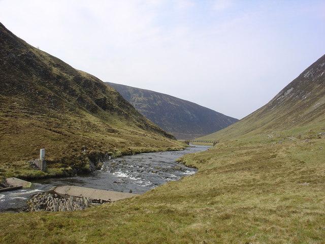 Weir on Abhainn a' Ghlinne Mhoir river