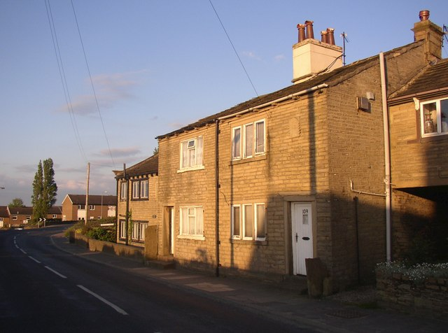 Houses on Lower Edge Road, Rastrick