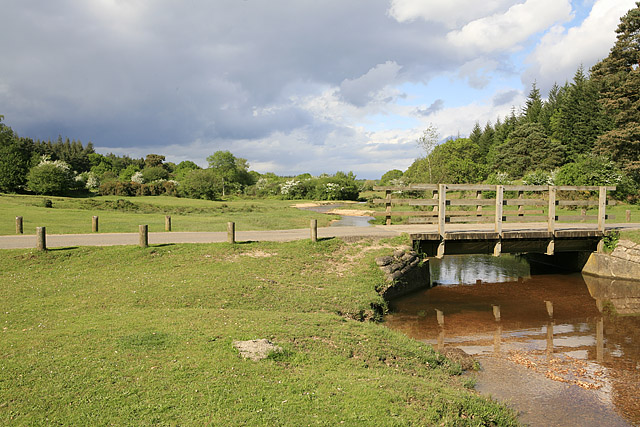 Bridge over Linford Brook