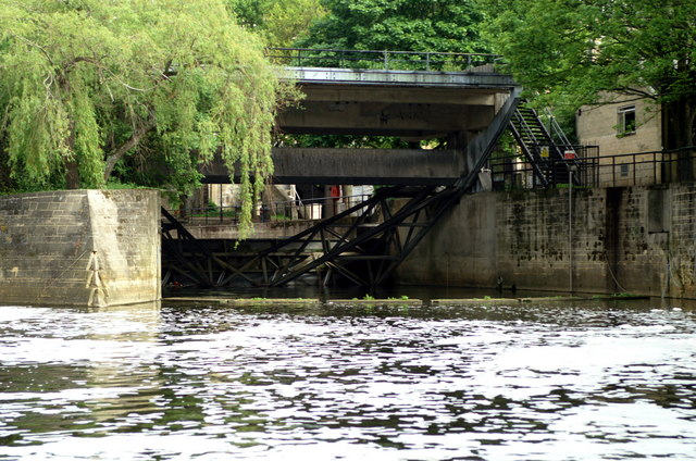 Sluice on River Avon , Pulteney Weir, Bath