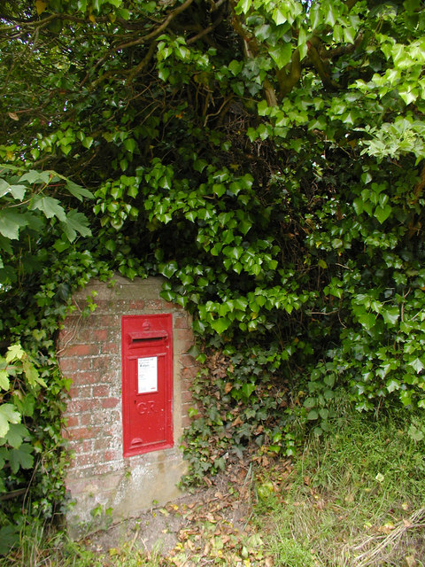 Postbox from King George's era, near Pittleworth Farm