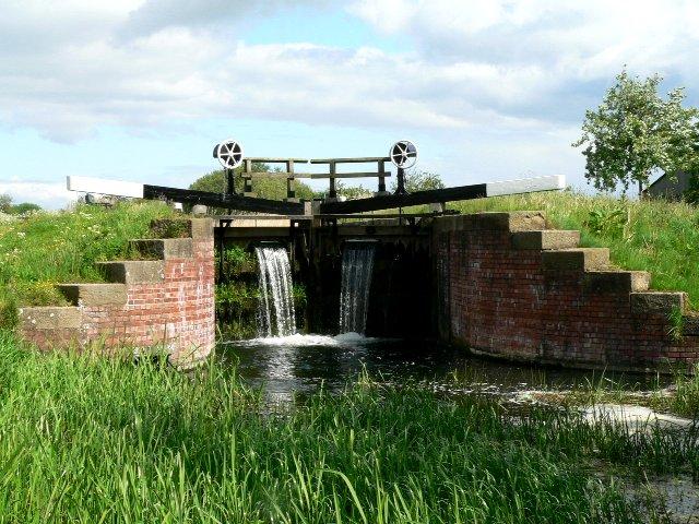 Pocklington Canal Lock at Walbut Bridge