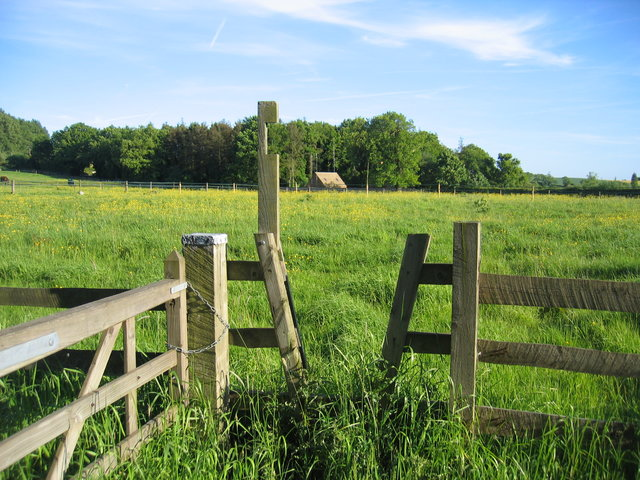 Stile near Charingworth Grange - open
