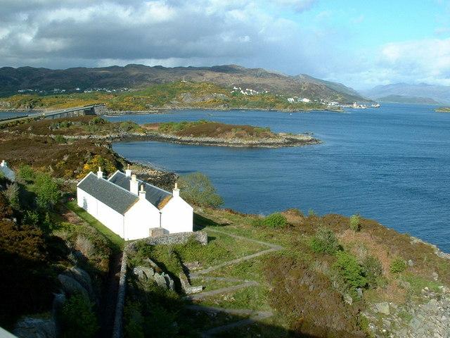 Eilean Bàn from the Skye Bridge