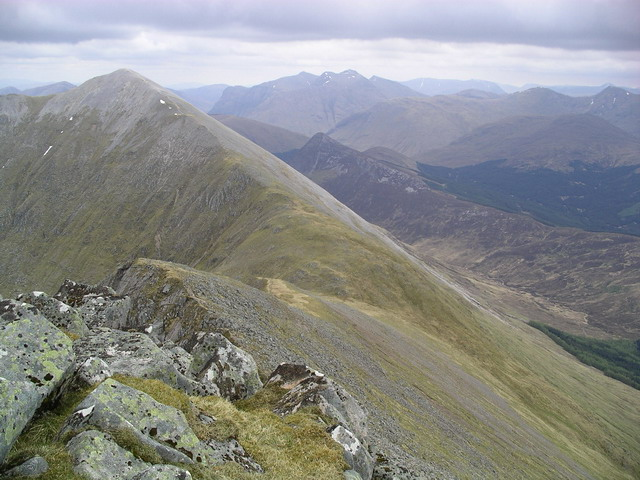 The approach to Sgorr Dhearg
