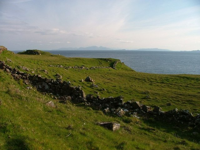 Ruined Wall, Caillich Point