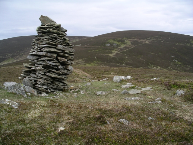 Cairn, Newholm Cairns Hill