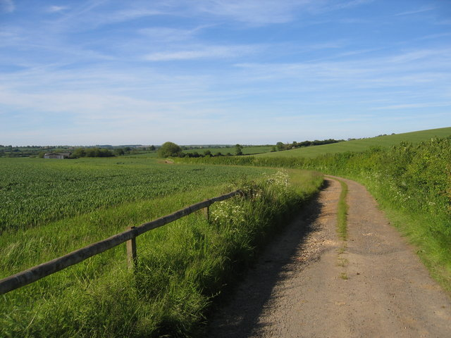 Track at the foot of Fant Hill