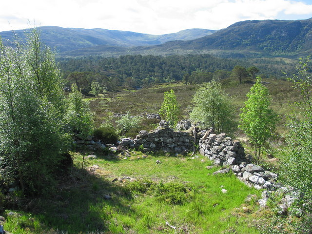 Ruined croft by path on N side of Loch Affric