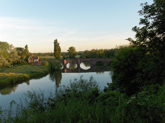 Clifton Hampden Bridge and the Thames