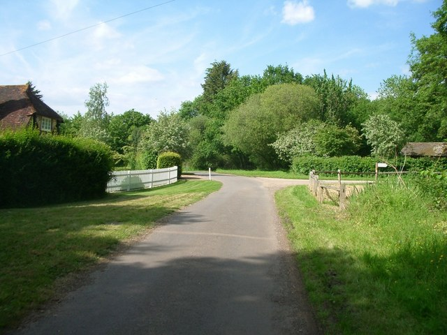 Junction of bridleway 330 (foreground) with drive to Hullbrook Court (centre right)